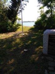 Donald Haviland Memorial next to a beach access trail.