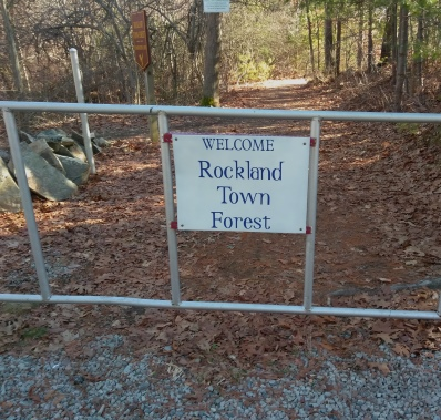 Back entrance to the Rockland Town Forest across from Twin Ponds Trail.