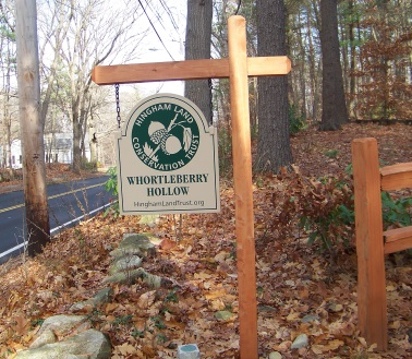 trail head sign to whortleberry hollow in hingham