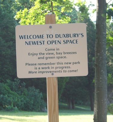welcome sign at Howland Park in Duxbury