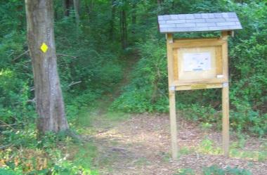 Start of the hiking trail loop at George Ingram Park.