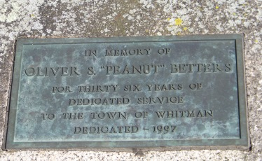 plaque memorializing town workers at whitman park
